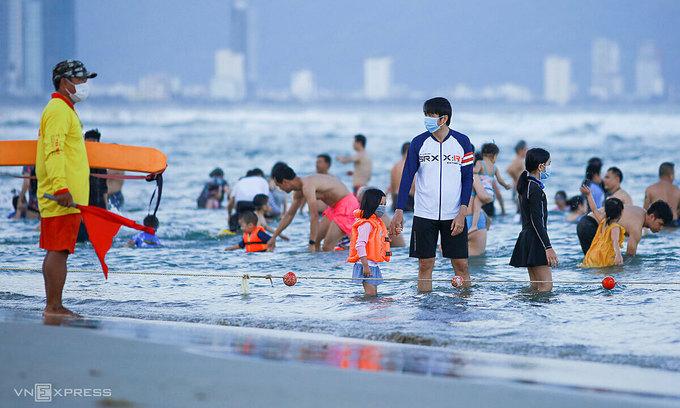 Da Nang bans gatherings of more than 5 people