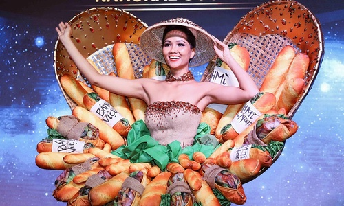 Vietnamese contestants move past ao dai at beauty pageants