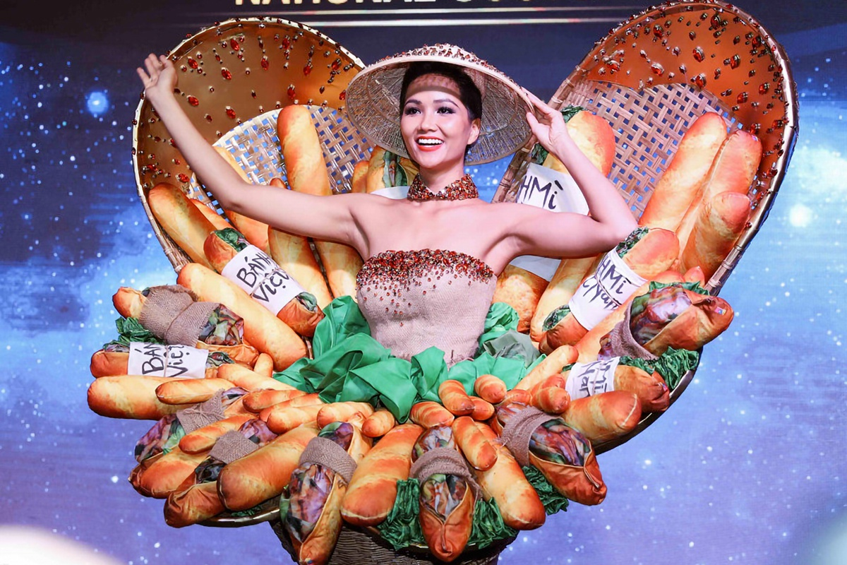 H'Hen Nie, the Vietnamese representative at Miss Universe 2018, chose an outfit inspried by banh mi, Vietnams popular street food. It sparked controversy as many people said banh mi was not a typical food of the country.You travel to the poorest place in North or Central Highlands, or the richest place of Ho Chi Minh City and Hanoi, you all see banh mi, Nie said. The outfit made a good impression on the international communities thanks to its creativity. Photo courtesy of HHen Nie.
