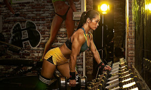 Vietnamese woman muscles her way to bodybuilding glory