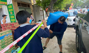 Volunteers support Hanoi cancer patients during Covid-19 wave