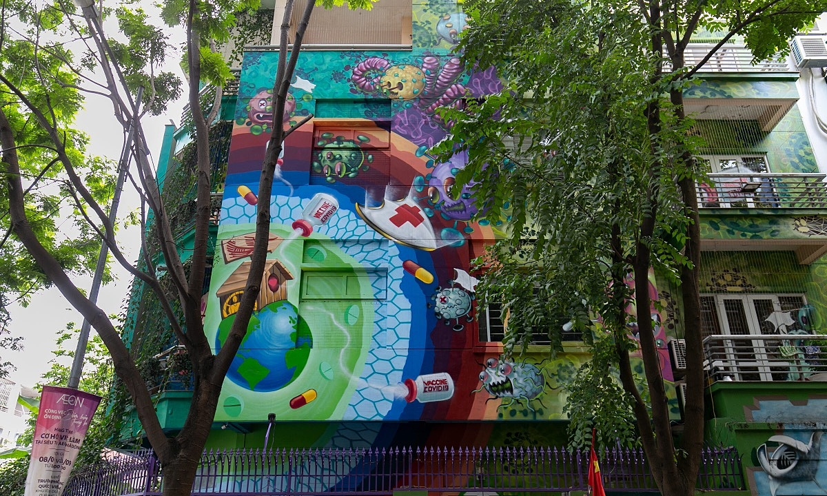 The paintings outside the 300-meter-square villa were done by graffiti artist Le Long in March 2020.