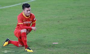 Vietnam football squad suffer training injuries