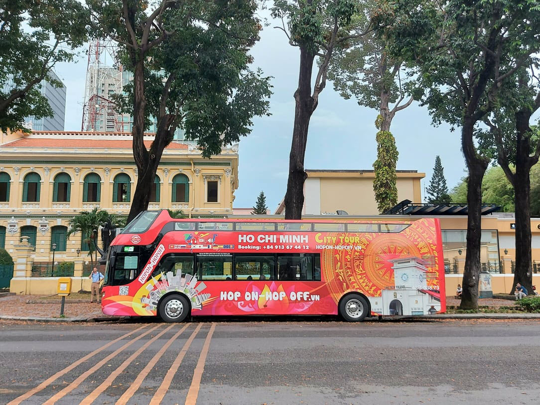 A double-decker bus stands near the Central Post Office in downtown HCMC, waiting for customers, May 18, 2021. Photo by VnExpress/Nguyen Quy.