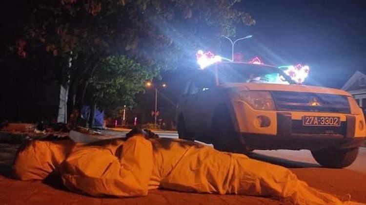 Linh sleeps next to the ambulance. Photo courtesy of Health Ministry.