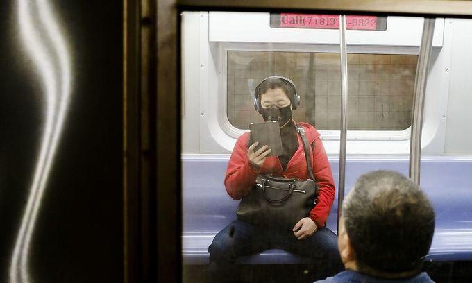 Vietnamese in the US won't stop wearing masks despite CDC claim
