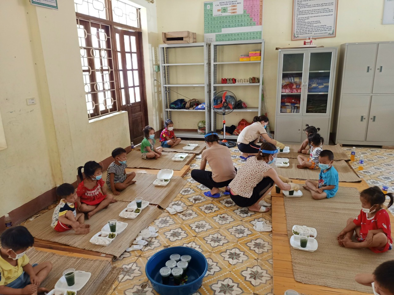 Preschool children in Dien Bien Province undergoing 21-day quarantine at a centralized quarantine camp. Photo acquired by VnExpress.