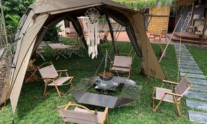 Coffee shop in Saigon's District 2 offers camping experience