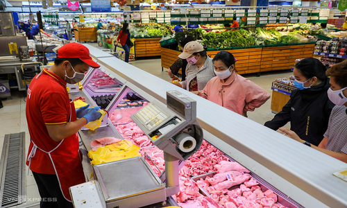 Vietnamese consume more meat, beer despite falling incomes