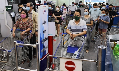 Panic buying spree in HCMC after social distancing order