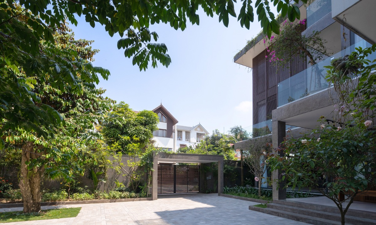 Architects decided to design the house with three floors and zigzag shapes revolving around a staircase.