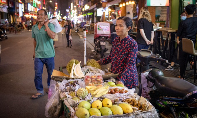 A fruit seller on Saigons Bui Vien Street on May 16, 2020. Photo by VnExpress/Thanh Nguyen.