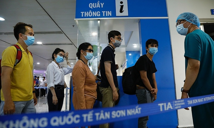 HCMC halts commercial coronavirus tests for those traveling abroad