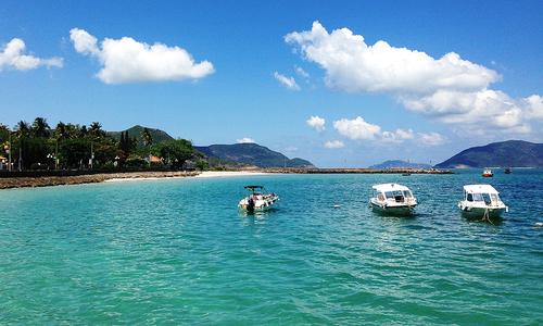Ba Ria-Vung Tau closes beaches, suspends boats to Con Dao