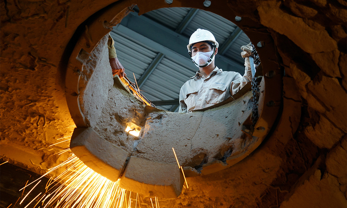 Latest Covid wave slows manufacturing growth