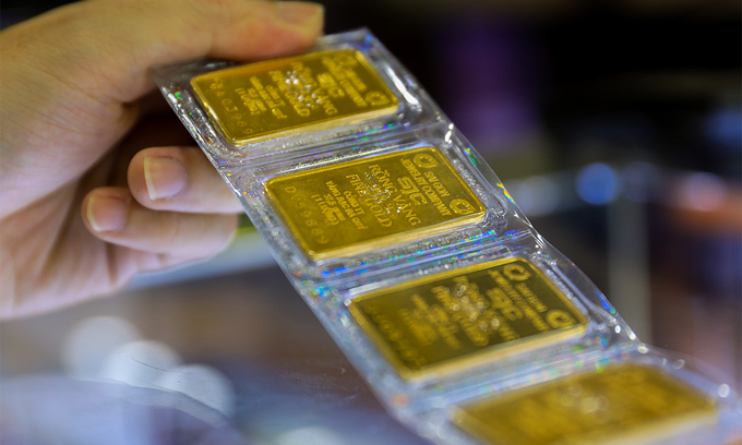 Gold price climbs to 9-month high