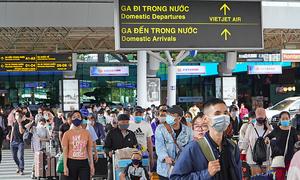 Vietnam limits domestic flights to HCMC over rising Covid-19 risks