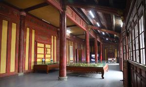 Inside the deteriorating Hue royal palace