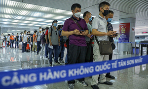 Vietnam considers shortening quarantine period for vaccinated entrants