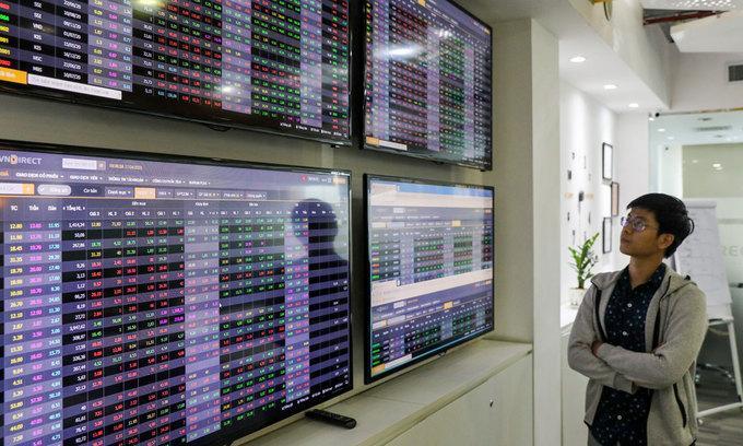 VN-Index plummets 39 points