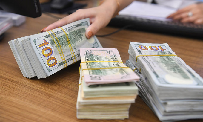 Vietnam strengthens local currency against the dollar