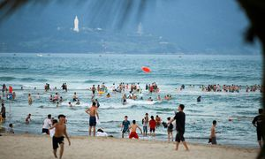 Da Nang reopens public beaches with safeguards