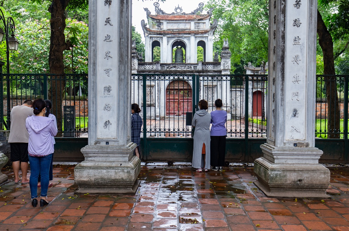 On Friday morning, many Hanoi parents take their children to the Temple of Literature, hoping to have a dose of luck on the high school entrance exam on Saturday.