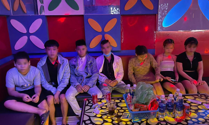 Quang Nam karaoke parlors to be fined after violating social distancing order