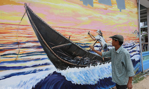 More murals added to central Vietnam fishing village