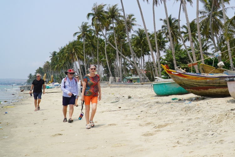 Foreigners are at beach in Mui Ne, Binh Thuan Province, March 2020. Photo by VnExpress/Viet Quoc.