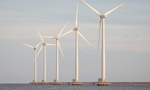 Investors pump billions into offshore wind power plants