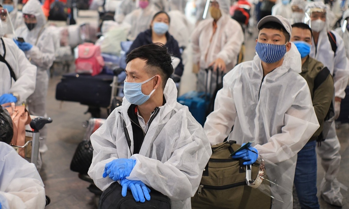 Vietnamese in protective suits prepare for their repatriation flight back to Vietnam in May 2020. Photo courtesy of the Ministry of Foreign Affairs.