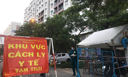 HCMC to lock down three residential areas as infections surge