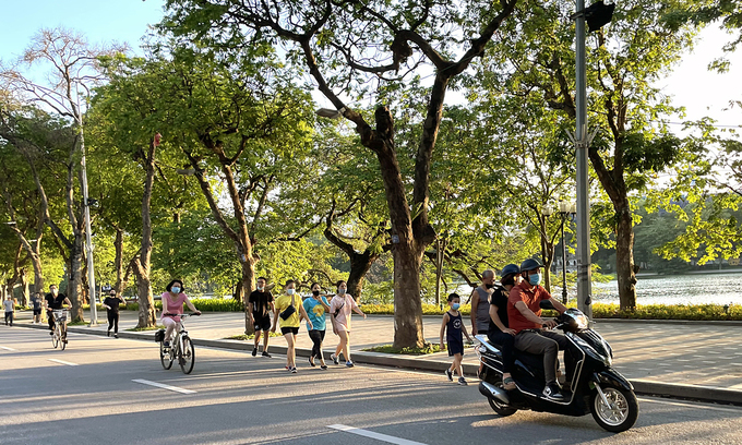 Hanoi considers reopening certain businesses, allowing outdoor sports