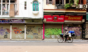 Hanoi CDC proposes reopening restaurants, cafes, barber shops