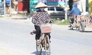 Shade a barely affordable luxury for many Hanoians working in sweltering heat