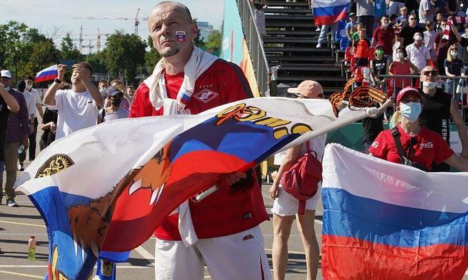 Россия депортирует вьетнамских путешественников за злоупотребление паспортами евро-фанатов
