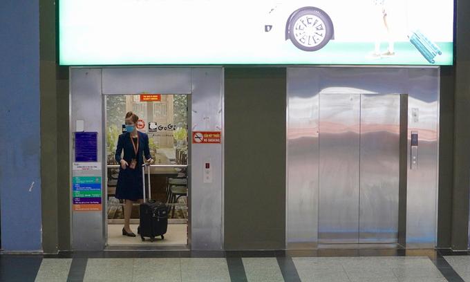 Tan Son Nhat airport installs extra parking lot elevators