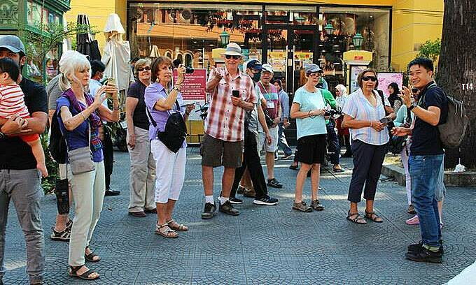 Ministry proposes financial support for pandemic-struck tour guides