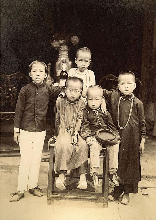 Vietnamese children in the 19th century under the lens of Aurélien Pestel.