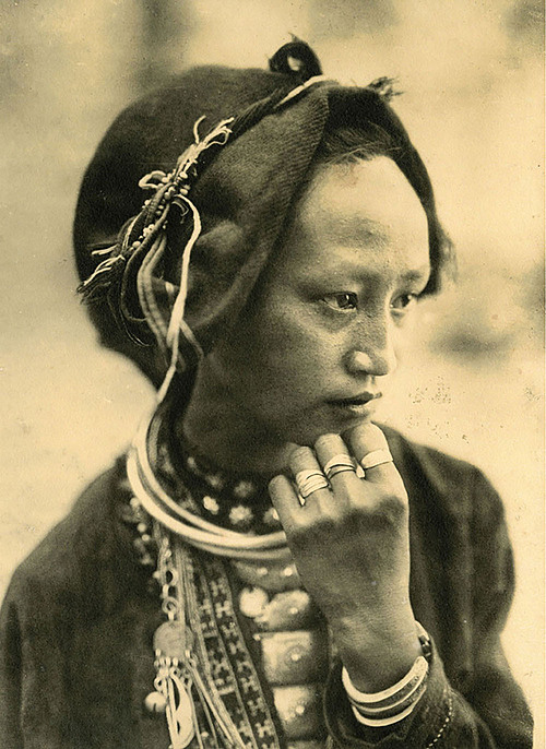 A woman of the Man ethnic group in northern Son La Province. The photo was taken in 1925, by an anonymous lensman.Early Photography in Vietnam is a pictorial record of photography in Vietnam during the century of French rule. In more than 500 photographs, many published here for the first time, the volume records Vietnams capture and occupation by the French, the wide-ranging ethnicities and cultures of Vietnam.