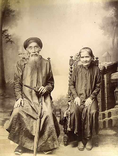 This photo of an old couple was taken by Aurélien Pestel in the 1890s.In six chronologically organized chapters, the book sketches the colonial context: the work of prominent photographers, mostly French, who traveled to Asia, as either adventurers or colonial soldiers or both at once. It also introduces some Vietnamese lensmen in the early day of photography in the country.