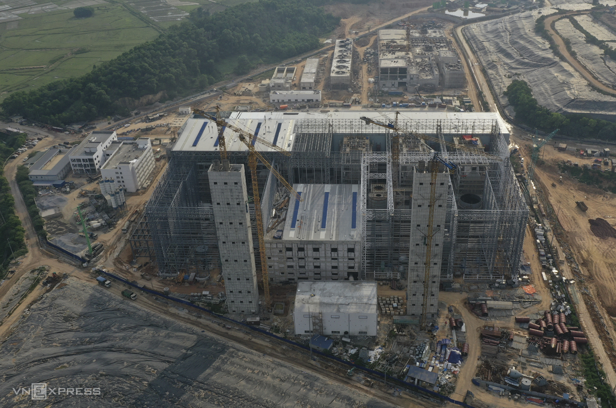 Vào ngày 5 tháng 9, nhà máy dự kiến sẽ bắt đầu hoạt động theo dự án thử nghiệm 25 ngày trước khi đi vào hoạt động chính thức.  Dự án đã bị trì hoãn nhiều lần.  Vào năm 2019, công ty đã hứa với các quan chức thành phố sẽ đóng cửa nhà máy vào tháng 8 năm 2020 và hoạt động kinh doanh có thể bắt đầu sau đó hai tháng.  Nhưng năm ngoái, nhà thầu Trung Quốc Metallurgical Group Corporation cho biết họ không thể đáp ứng tiến độ vì không được phép đưa chuyên gia sang Việt Nam do dịch bệnh bùng phát và hiện việc này sẽ hoàn thành vào tháng 11/2020.  Vào tháng 3, người phát ngôn của nhà đầu tư Nguyễn Thế Hong Won cho biết: Chúng tôi đang cố gắng hoàn thành vào tháng 5.  Đây là lần cuối cùng chúng tôi xin hoãn.