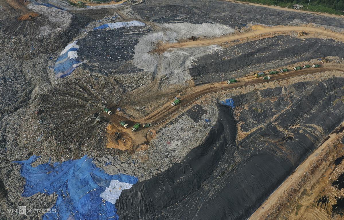 Theo Sở Xây dựng Hà Nội, mỗi ngày thành phố thải ra 6.000 tấn rác thải.  Hầu hết các khối đá được chôn trong nhà máy xử lý chất thải của con trai chúng tôi.  Dự án WTE Sóc Sơn được cho là sẽ giảm thiểu ô nhiễm, vốn ảnh hưởng đến cuộc sống hàng ngày ở thủ đô trong nhiều năm qua.  Trong những năm gần đây, khuôn viên của con trai chúng tôi đã nhiều lần xuất hiện thông tin tranh cãi kéo dài về việc đền bù đất đai, dẫn đến việc người dân địa phương nhiều lần bị ngăn cản, dẫn đến một đống rác xung quanh thành phố.