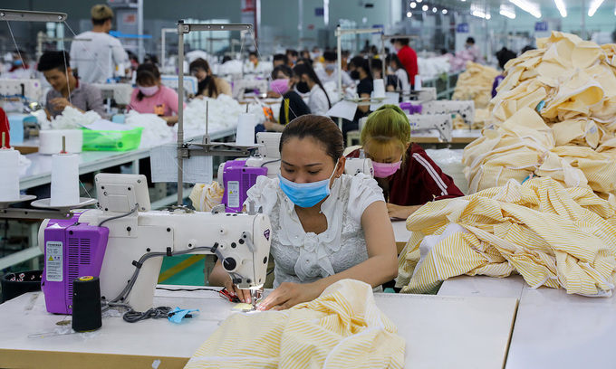 Garment firms with more orders have less workers