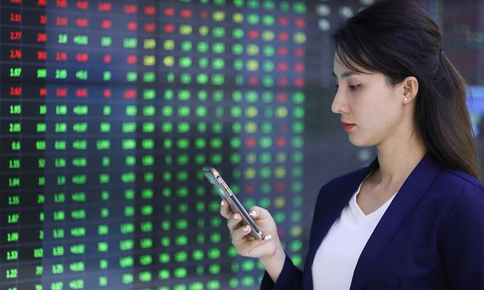 VN-Index rises to new peak