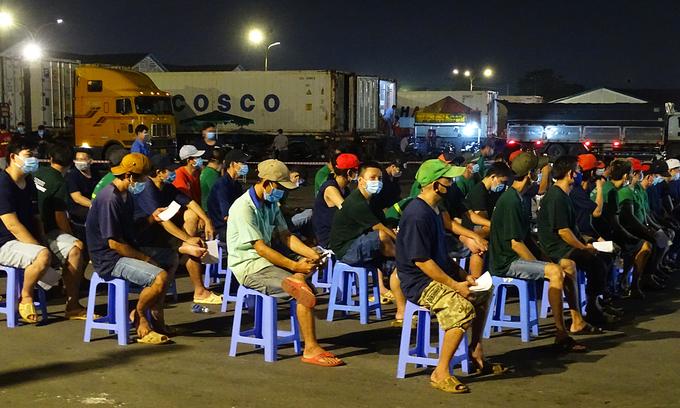 HCMC embarks on hectic coronavirus testing campaign