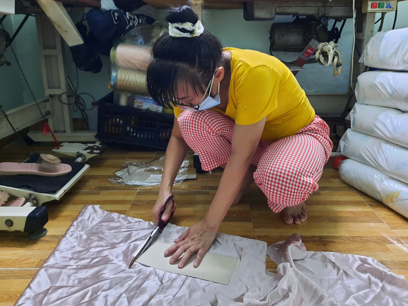 Thuong designs clothes for a customer in Go Vap District. Photo by VnExpress/Diep Phan.