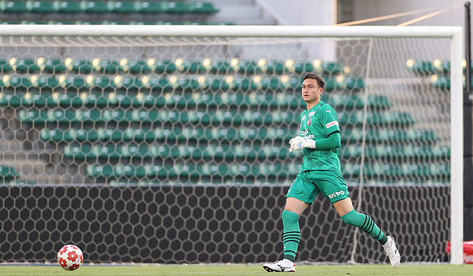 Vietnamese goalkeeper makes AFC Champions League debut for Japanese club