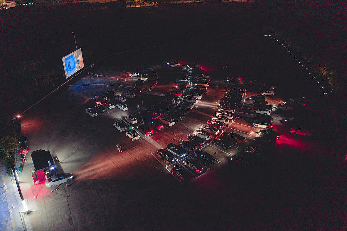 The drive-in movie theater in Ha Long can welcome up to 180 cars. Photo courtesy of the movie.